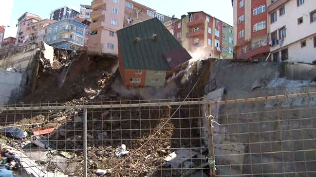 Kağıthane´de bina böyle çöktü
