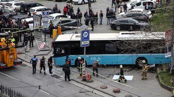 İstanbul Beyazıt´ta özel halk otobüsünün kaza yapması sonucu 3 kişi yaralandı. Yaralılardan İstanbul
