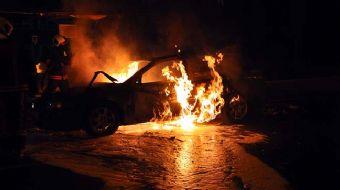 Ankara´nın Yenimahalle ilçesinde hareket halindeyken aniden alev alan otomobil, küle döndü. Yangını