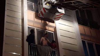 Beylikdüzü Yakuplu Mahallesinde 5 katlı binanın zemin katındaki mutfakta bilinmeyen bir nedenle yang