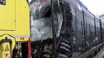 İstanbul Haramidere´de metrobüs kazası yaşandı. Seyir halindeki metrobüs, önünde bulunan metrobüse ç