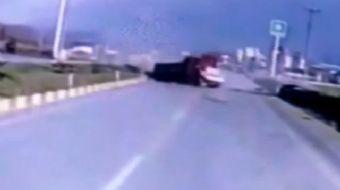 Kastamonu'da 3 askerin hayatını kaybettiği feci kazanın güvenlik kamera görüntüleri ortaya çıktı.