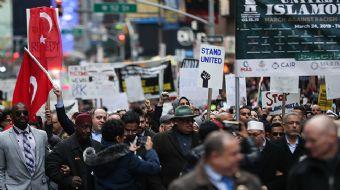 Müslüman, Hristiyan ve Yahudiler, New York´ta Times Meydanı´nda İslamofobi´ye karşı birlik mesajı ve