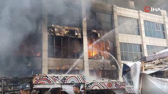 Azerbaycan'da alışveriş merkezinde yangın: Çok sayıda mağaza küle döndü