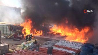Aksaray-Adana karayolunun yakınında bulunan büyük bir depoda yangın çıktı