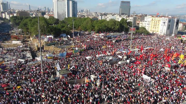 Taksim+Gezi+Park%C4%B1+ilk+kez+bu+kadar+kalabal%C4%B1k+g%C3%B6rd%C3%BC%21;+Taksim+Gezi%E2%80%99de+son+durum