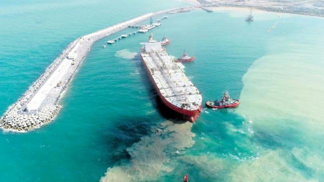 3. Havalimanı'ndaki uçakların yakıt ihtiyacını karşılamak için yapılan limana ilk gemi yanaştı