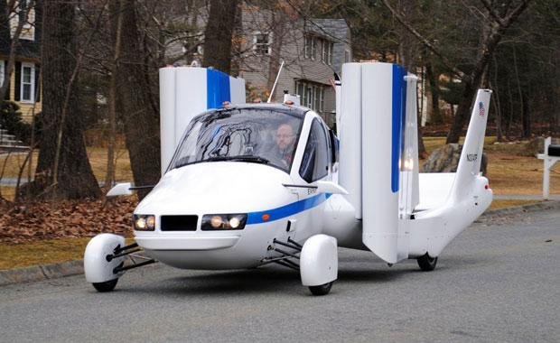 Dünyanın ilk uçan arabası önümüzdeki ay satışa çıkıyor!