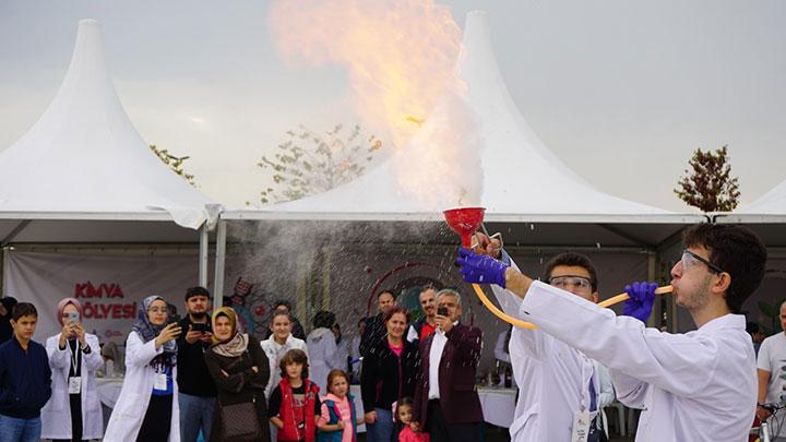 Türkiye'de başladılar bilim için dünyayı dolaşıyorlar