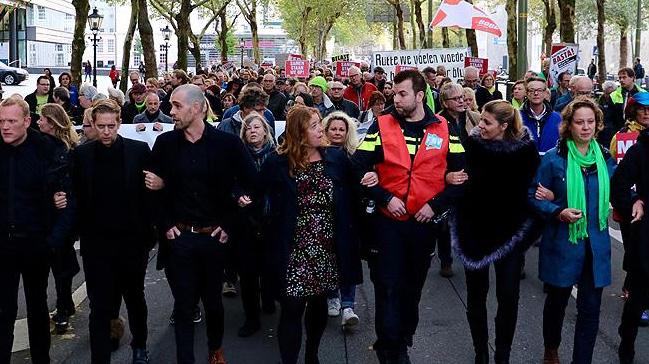 Hollanda'da kamu çalışanları hükümet karşıtı protesto yaptı