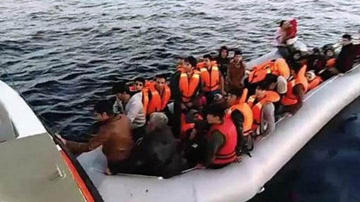 Kuşadası'nda 25'i çocuk 53 kaçak göçmen yakalandı