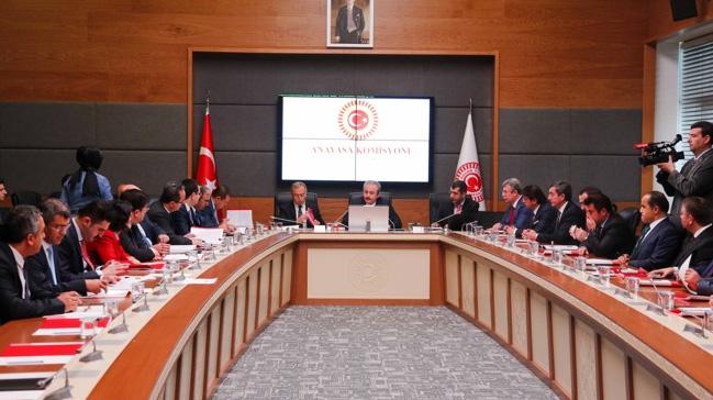 Anayasa Komisyonu TBMM İç Tüzüğü'nü görüşmek üzere toplandı
