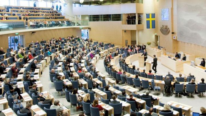 İsveçli siyasetçi çocuklara sünnet yasaklansın önerisini parlamentoya sundu