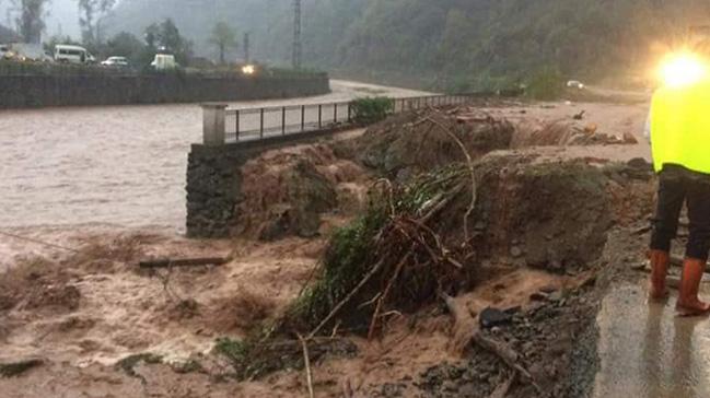Trabzon'da şiddetli sağanak nedeniyle heyelan ve su baskınları yaşandı