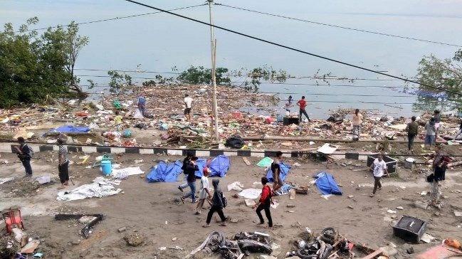 Endonezya'da meydana gelen depremde ölü sayısı bin 558'e yükseldi