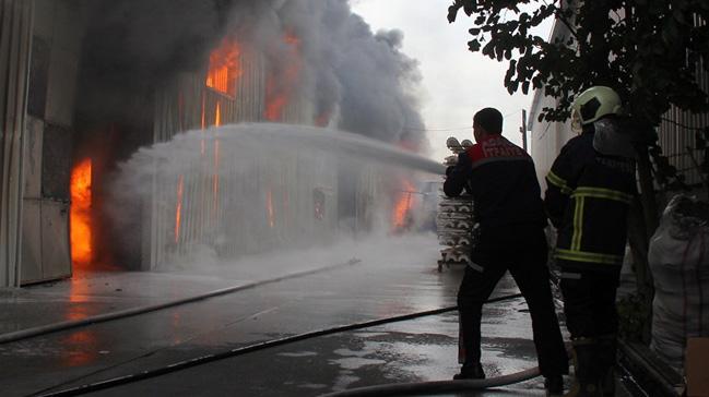 Adana'da çırçır fabrikasında yangın