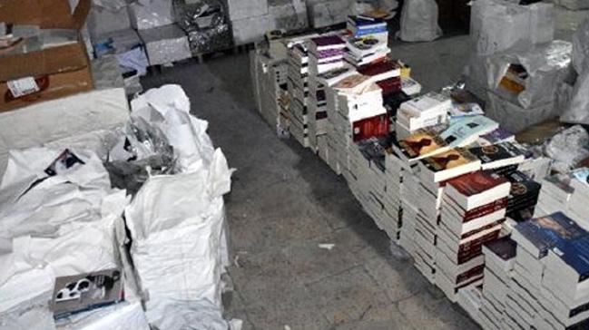 İzmir polisinden korsana geçit yok: Yarım milyonluk korsan kitap ele geçirildi