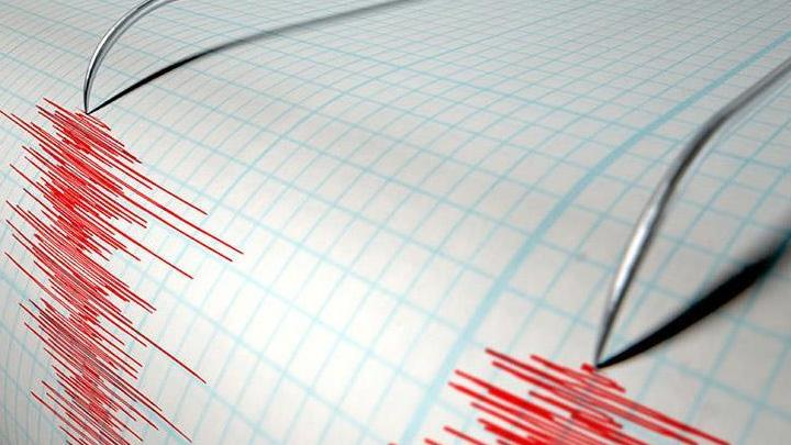 Endonezya%E2%80%99da+5,2+b%C3%BCy%C3%BCkl%C3%BC%C4%9F%C3%BCnde+deprem+meydana+geldi