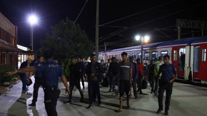 Edirne'de 40 düzensiz göçmen, garda yakalandı