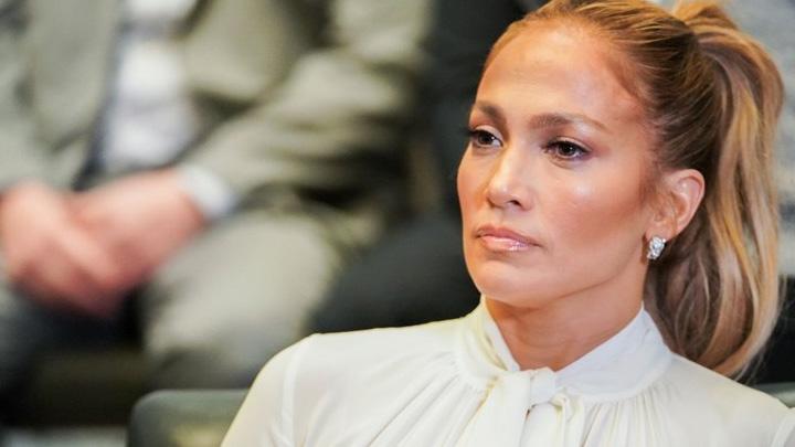 Jennifer Lopez'den iki Türk isme takip