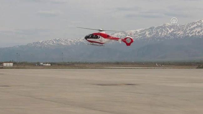 Yaşlı hasta ambulans helikopterle hastaneye ulaştırıldı