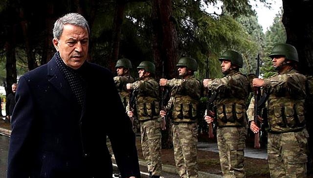 Milli Savunma Bakanı Akar,  Suriye sınırındaki birliklerde incelemelerde bulundu