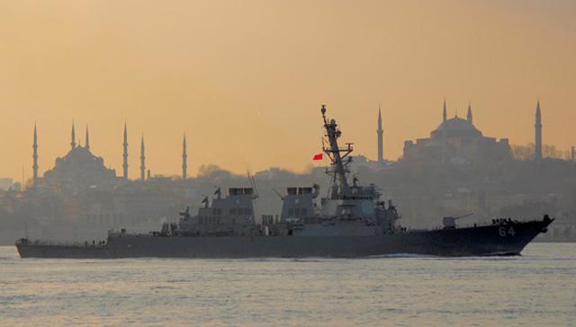 ABD'nin savaş gemisi İstanbul Boğazı'ndan geçti