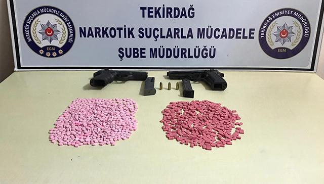 Ücret karşılığı uyuşturucu saklayanlara operasyon: Kadın polisin kafasına şişeyle vurdular