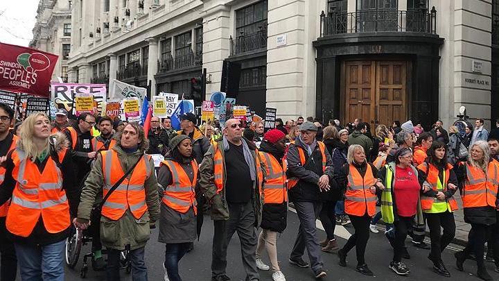 Londra'da 'sarı yelek' akımından esinlenen gruplar gösteriler düzenledi