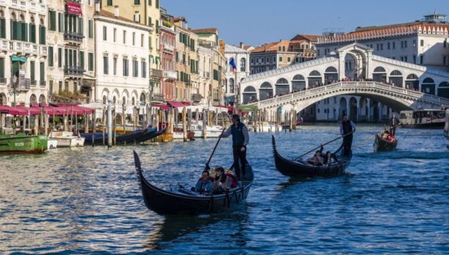 Venedik%E2%80%99te+May%C4%B1s%E2%80%99tan+itibaren+turistlerden+%E2%80%99ayakbast%C4%B1+paras%C4%B1%E2%80%99+al%C4%B1nacak