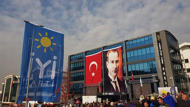 Osmaniye Kadirli'de İP yönetim kurulu üyeleri istifa etti