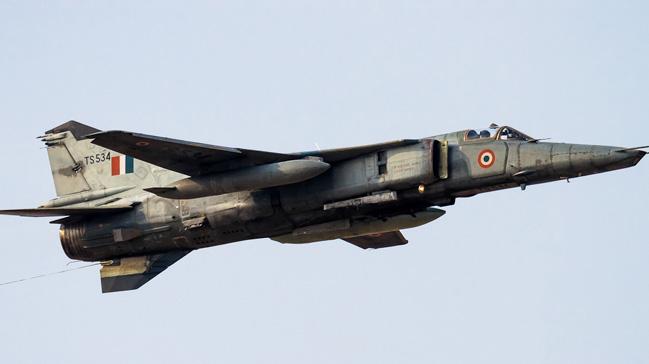 Hindistan Hava Kuvvetlerine ait bir Mikoyan MiG-27 savaş uçağı düştü