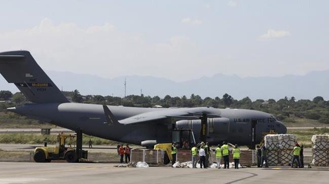 Guaido'nun çağrısı sonrası ABD askeri nakliye uçakları Kolombiya'ya indi