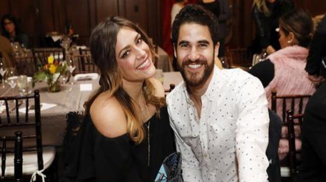 Darren Criss ve Mia Swier evlendi
