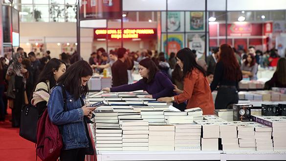 Uzmanlar edebiyattaki vasatlaşmayı değerlendirdi: Başka ülkede olsa insanlar kepaze edilir