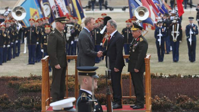 ABD'de askeri törenle karşılandı
