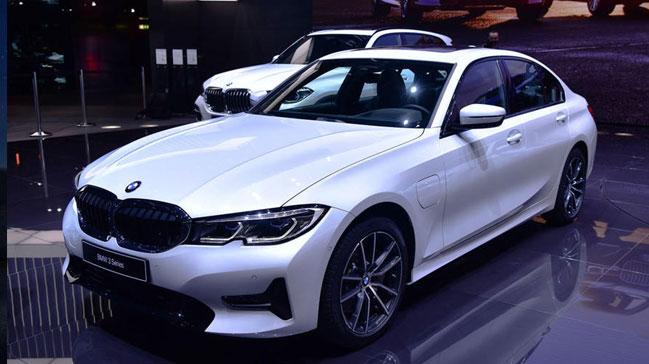 Yeni BMW 3 Serisi, hibrit versiyonu ile Cenevre'de