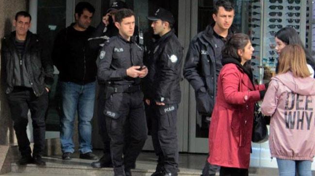 Ankara Kızılay'da bir kişi boşanma aşamasında olduğu eşini pompalı tüfekle vurmaya kalktı