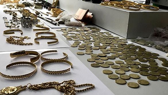 Sahte ve ayarı düşürülmüş altınları piyasaya süren 43 kişi tutuklandı