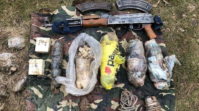 Hakkari'de terör örgütü PKK'ya ait 8 sığınakta silah ve mühimmat ele geçirildi