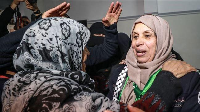 İsrail, 2 yıl sonra 60 yaşındaki Gazzeli kadını serbest bıraktı