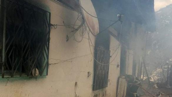 Sobadan sıçrayan kıvılcımlar evi yaktı