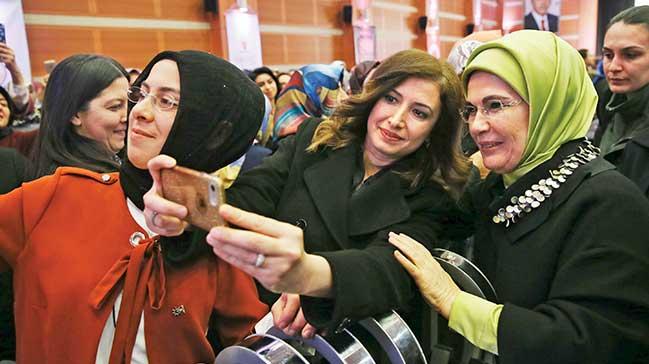 Emine Erdoğan AK PartiKadın Kolları ile buluştu
