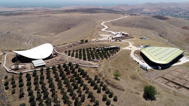 Göbeklitepe'ye Türkiye'nin dört bir tarafından adeta ziyaretçi akınına uğruyor