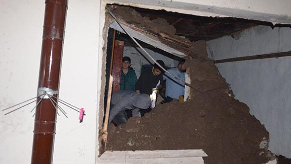 Hatay'da bir evin çatısı çöktü