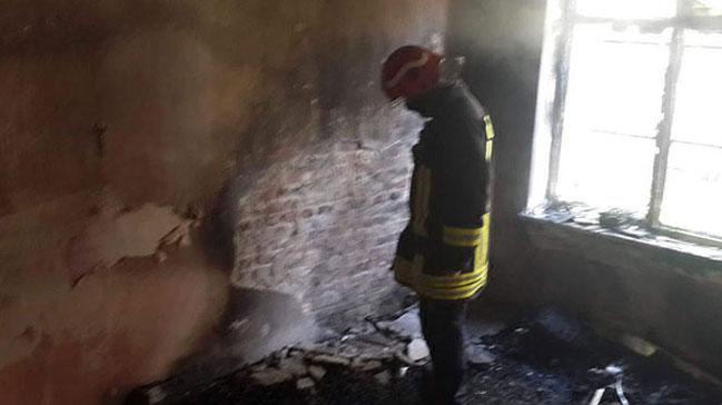 Boşanmak üzere olduğu eşinin evini yaktı