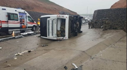 Silopi'de askerleri taşıyan otobüsün devrilmesi sonucu 1 askerimiz şehit oldu