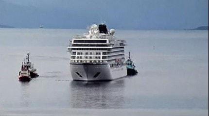 Norveç'te arızalanan gemi limana ulaştı