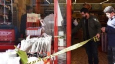 Son dakika - Antalya'da, marketten bebek sütü ve mama çalarken yakalandı, kasiyere saldırdı